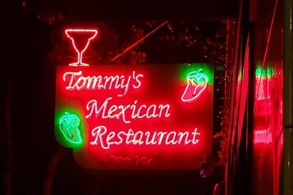 Tommy's Neon Sign
